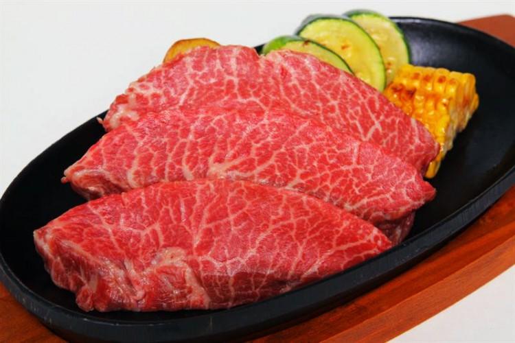 Becerros-de-Oro-Wagyu-Kobe-La-carne-mas-cara-del-mundo-mas-de-600-euros-el-kilo21-750x500